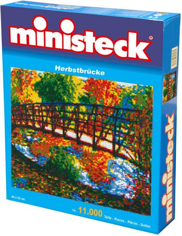 Ministeck Brug in herfstdecor